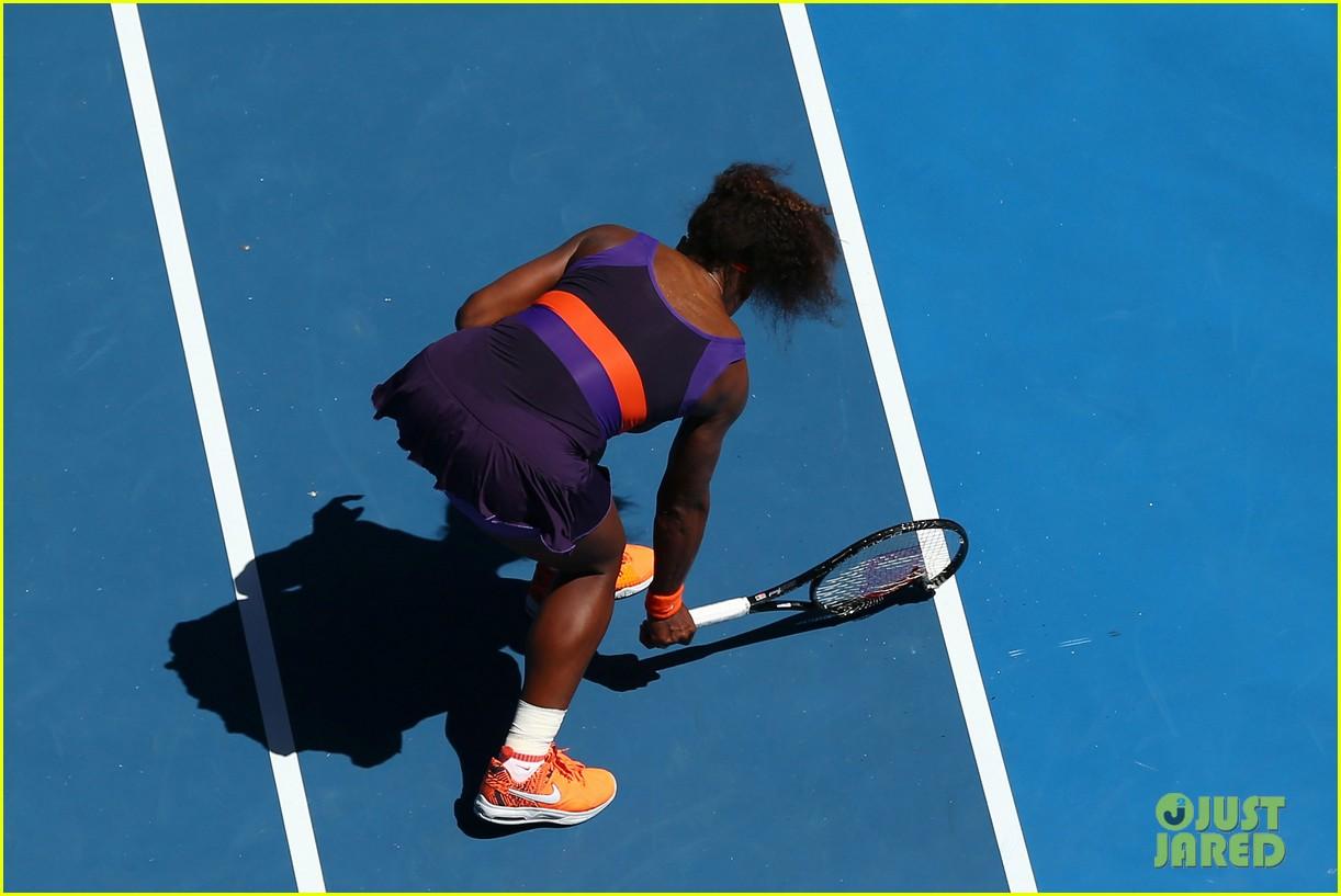 serena williams reveals swollen ankle after breaking racquet 07