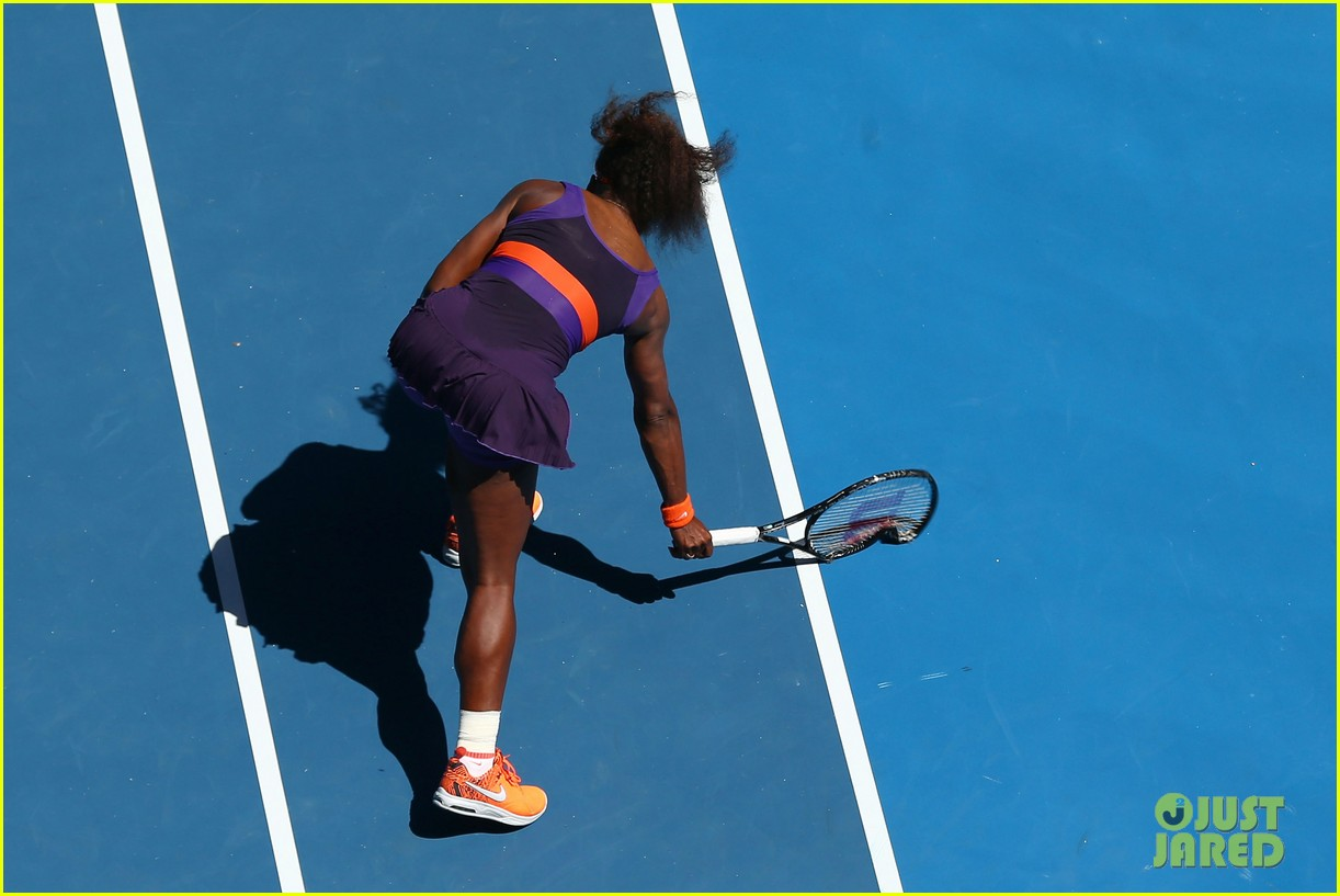 serena williams reveals swollen ankle after breaking racquet 08