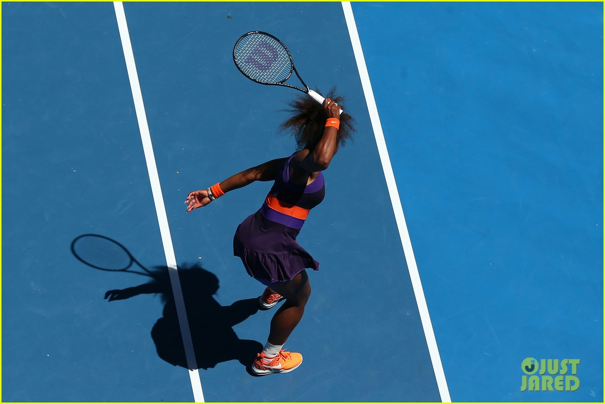 serena williams reveals swollen ankle after breaking racquet 09