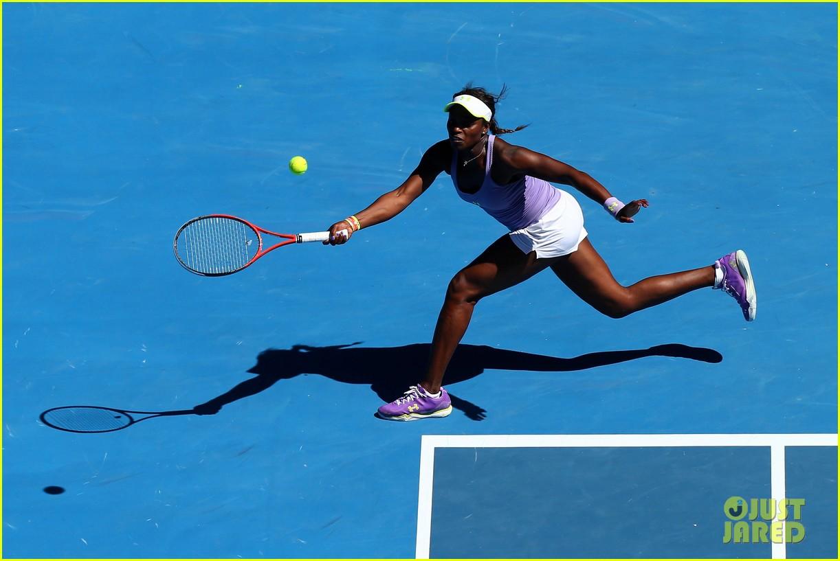 serena williams reveals swollen ankle after breaking racquet 15
