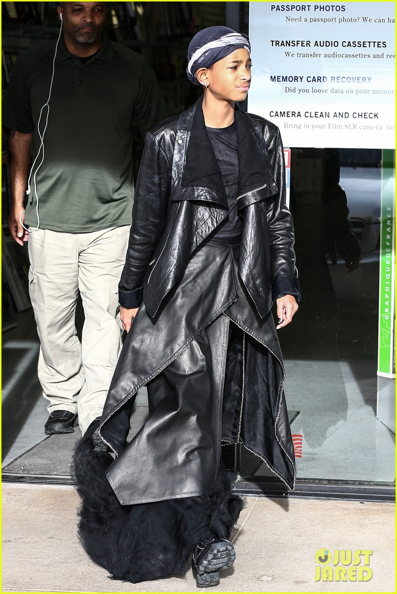 willow smith layers her leather 01