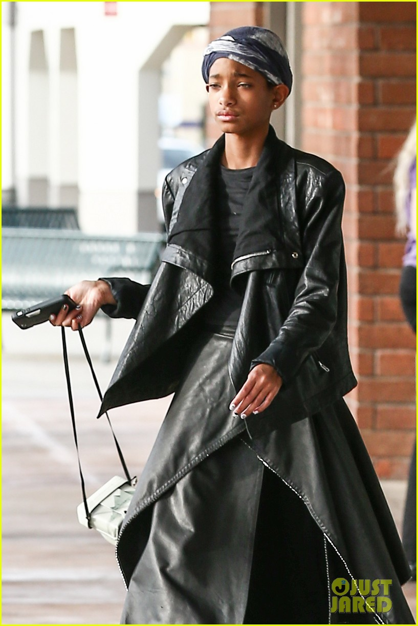 willow smith layers her leather 02