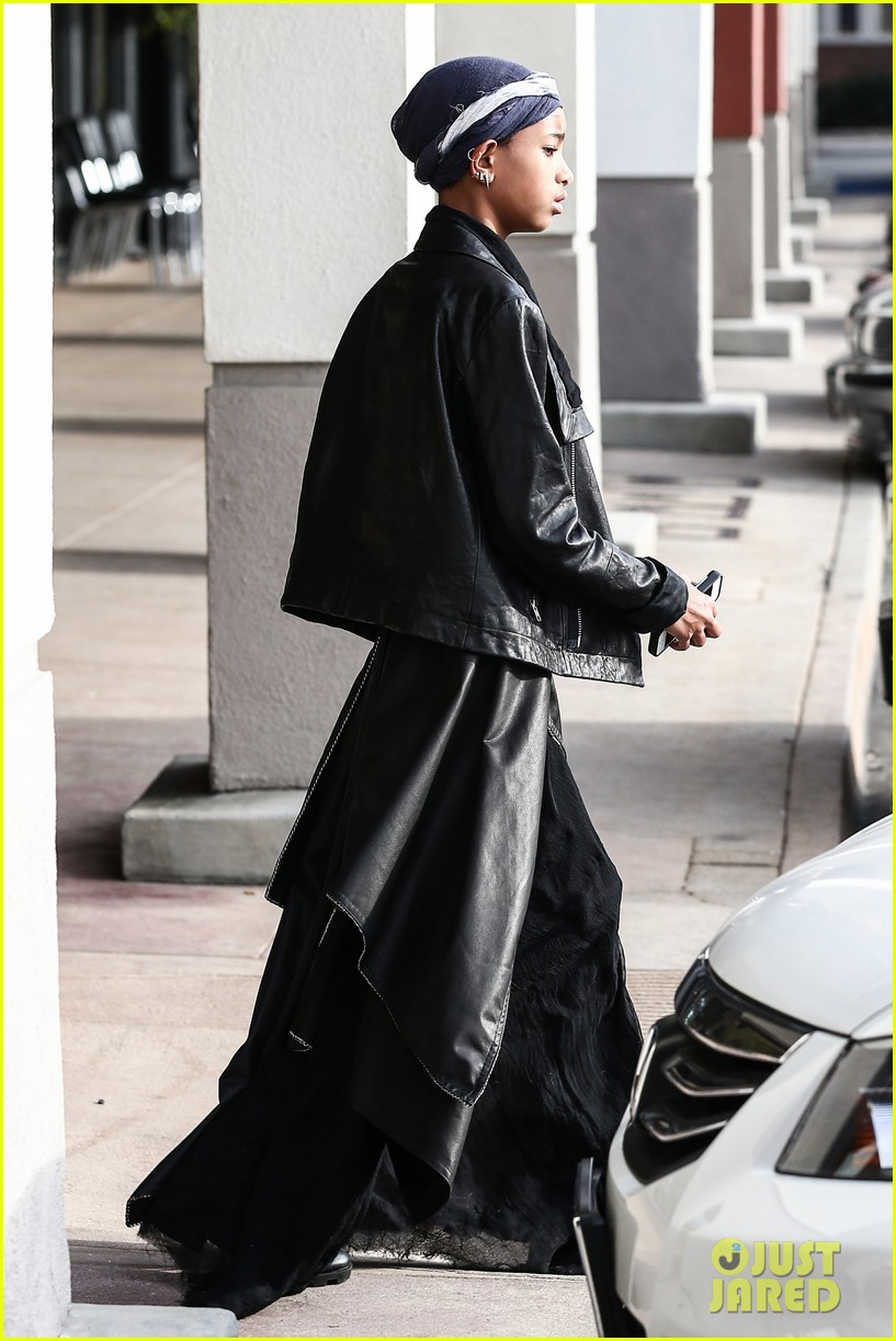 willow smith layers her leather 03