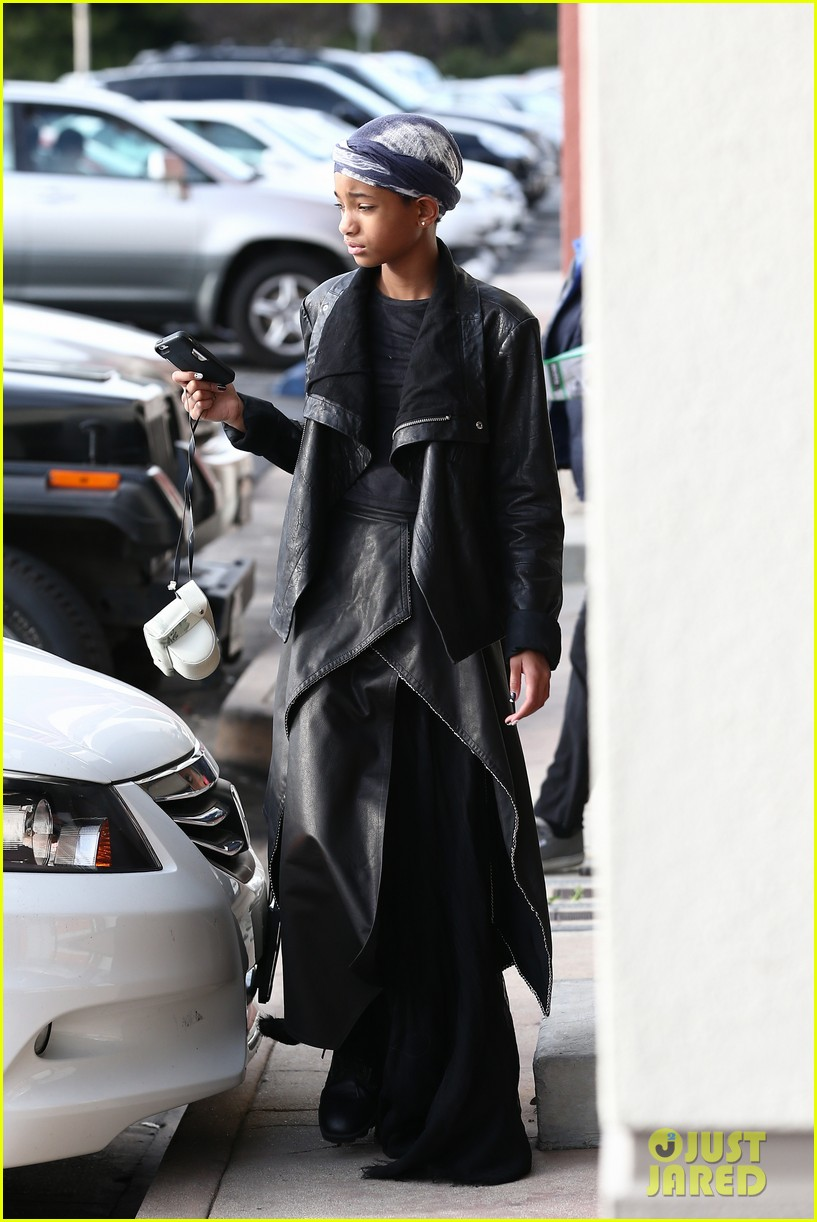 willow smith layers her leather 04