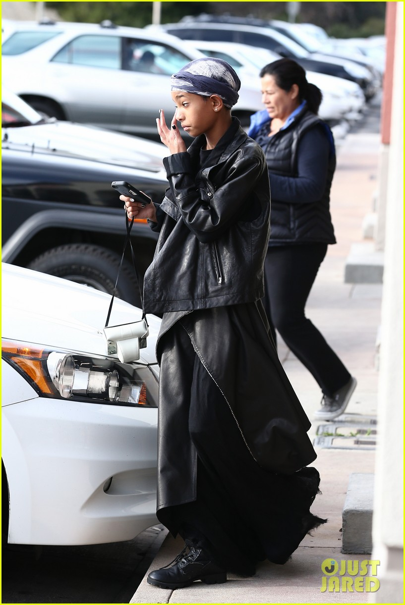 willow smith layers her leather 132797370
