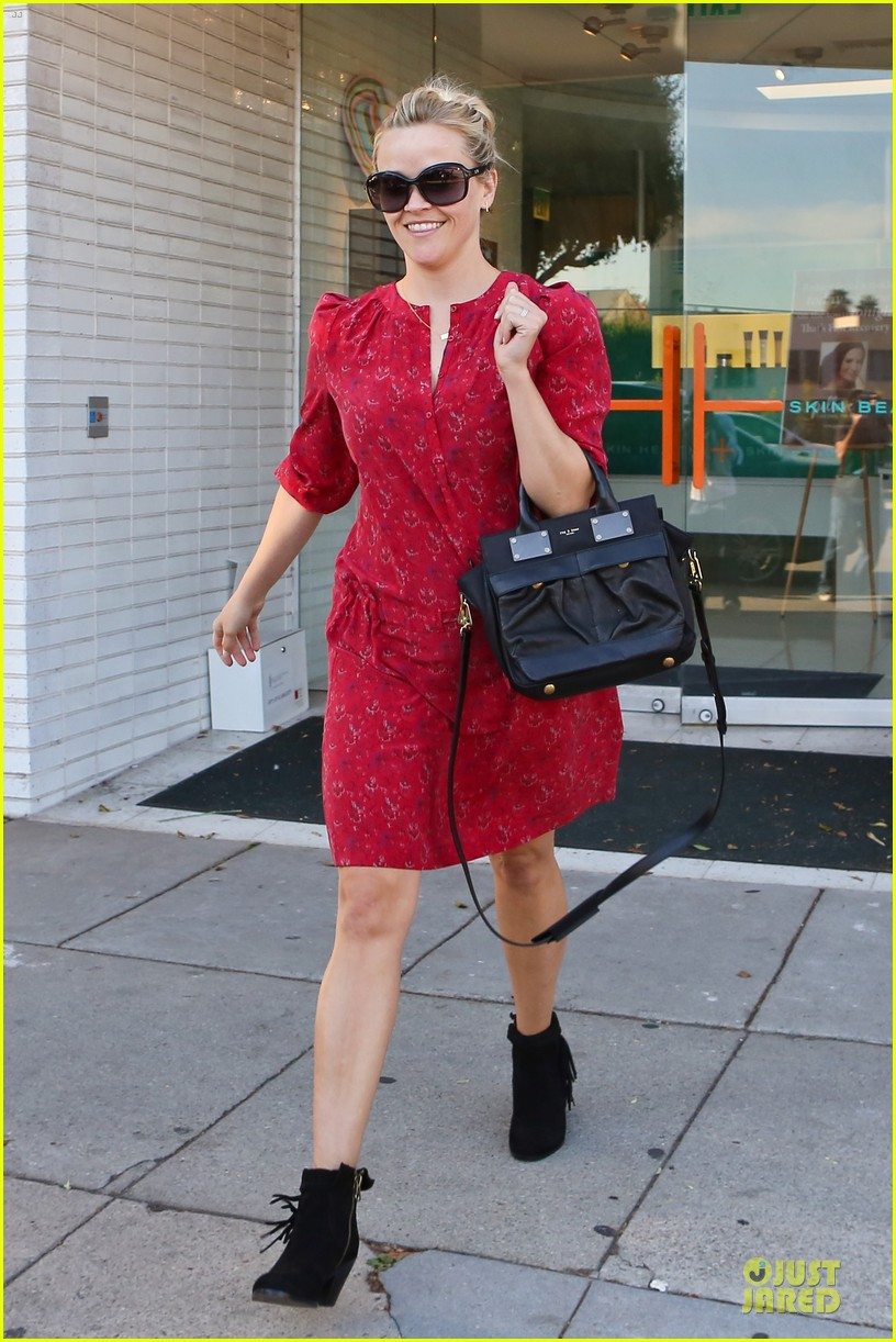reese witherspoon third most wanted celebrity neighbor 09