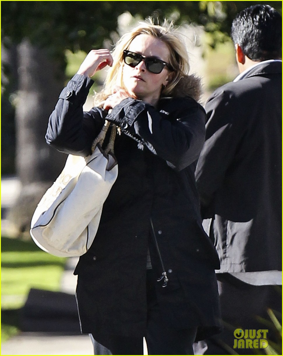 reese witherspoon sugarfish sushi lunch 042793899