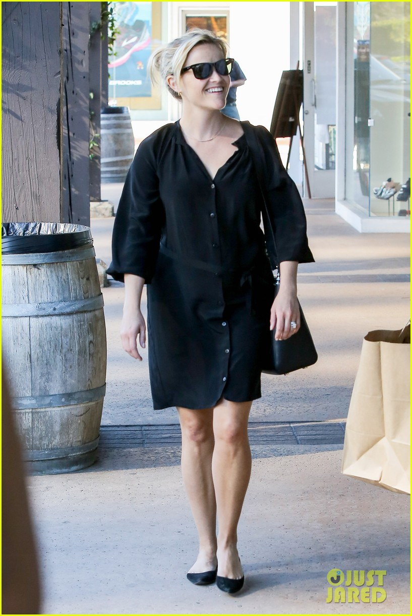 reese witherspoon sugarfish sushi lunch 122793907