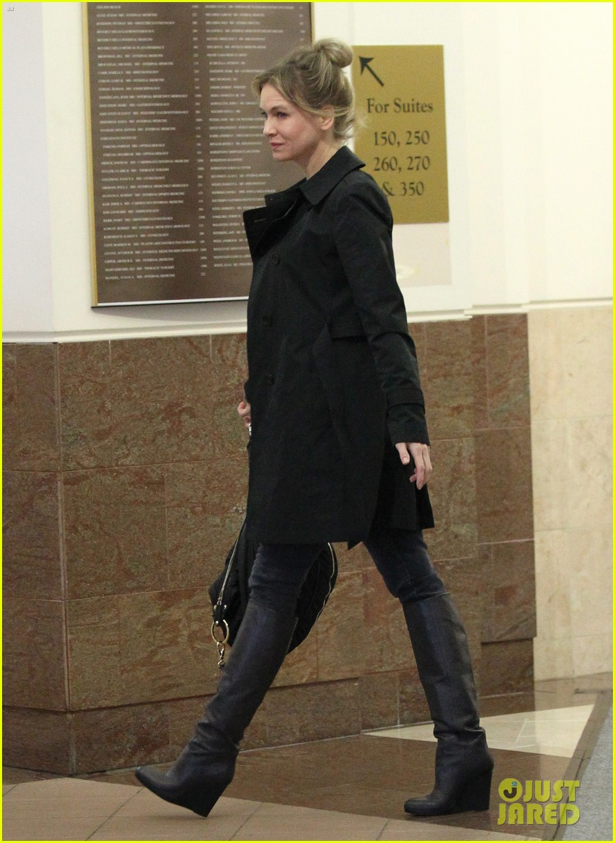 renee zellweger busy in brentwood 13