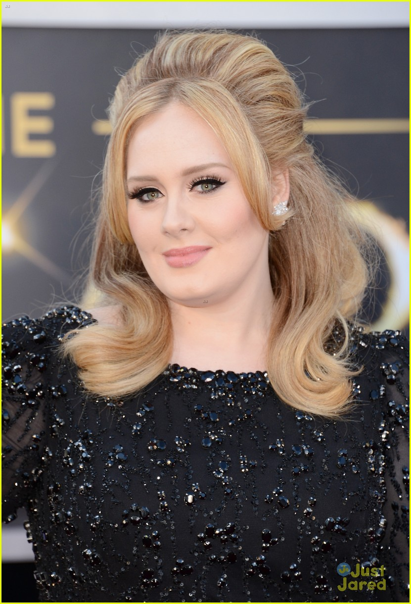 adele oscars red carpet 2013 05