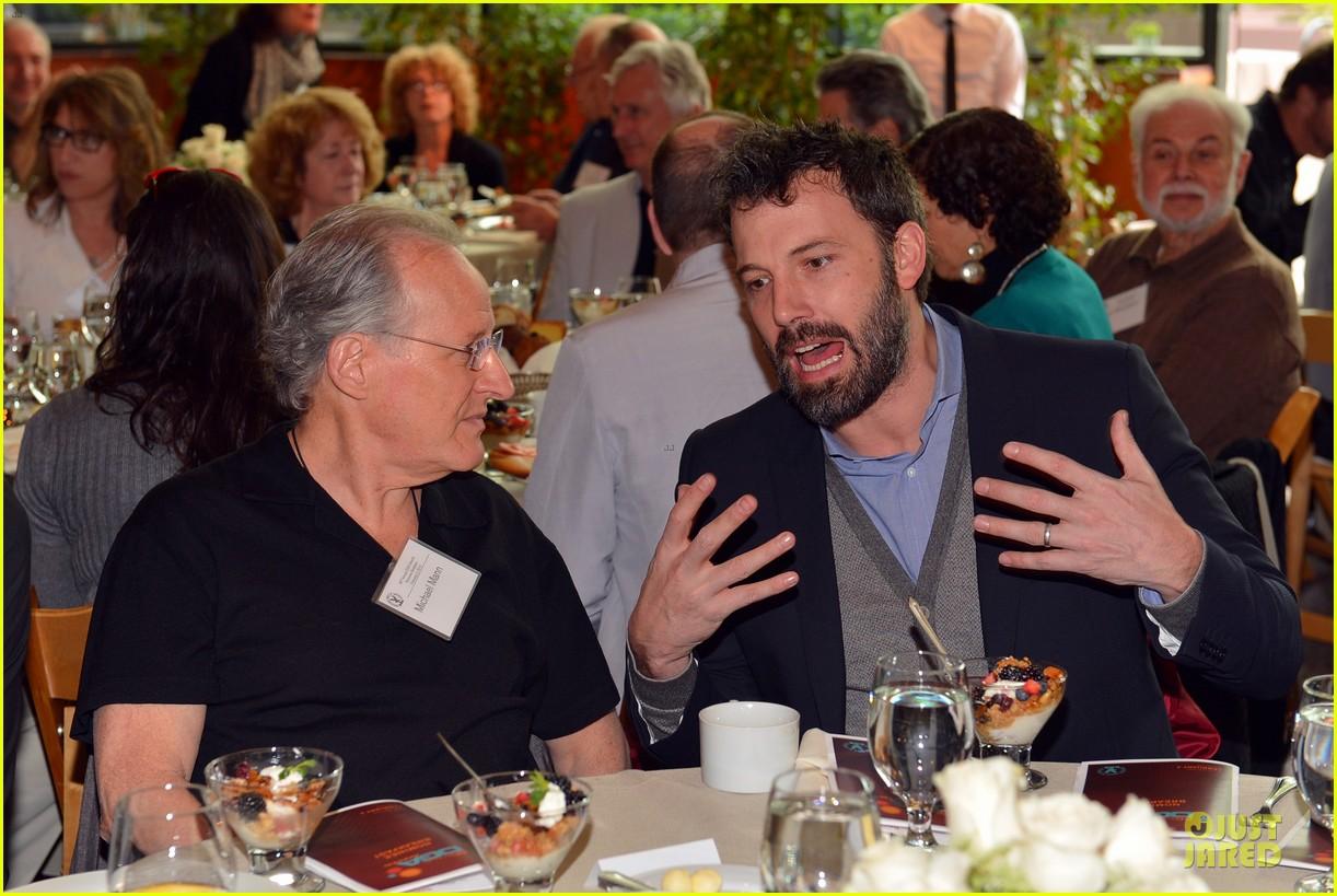 ben affleck directors guild of americas awards presidents breakfast 04