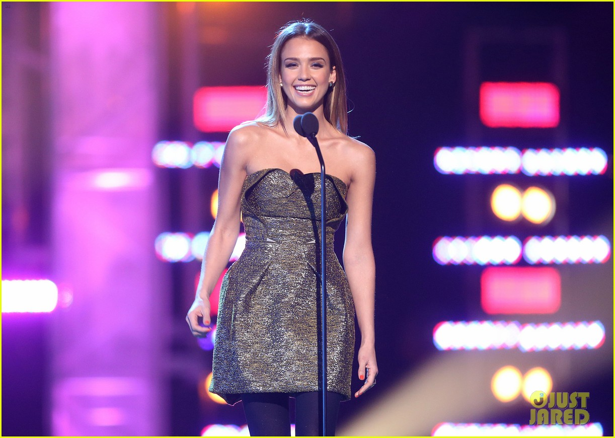 jessica alba ryan lochte hall of game awards 2013 08