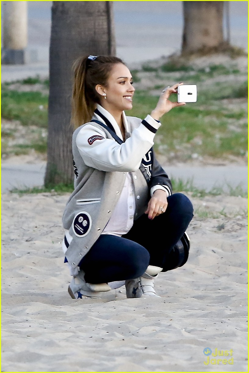 jessica alba im not as crazy as my escape from planet earth character 14