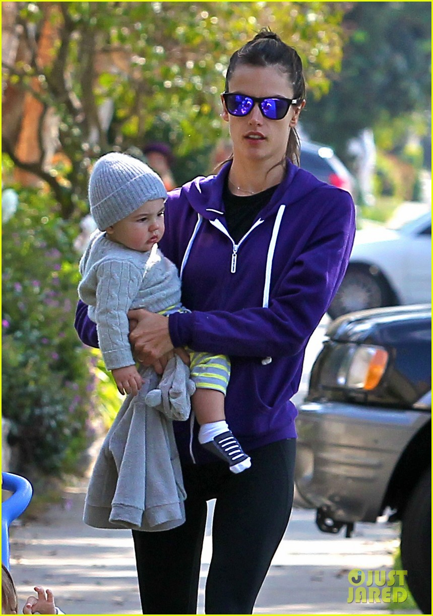 alessandra ambrosio park day with the family 04