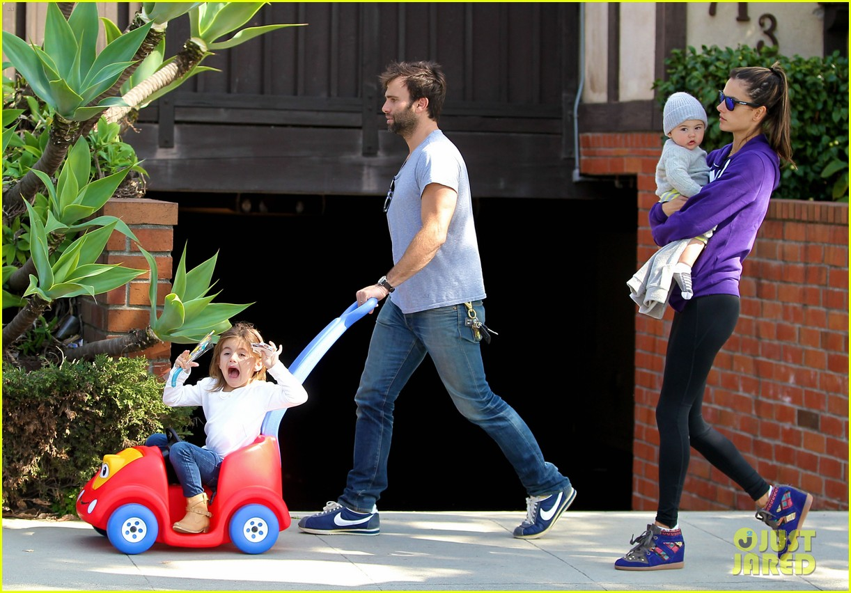 alessandra ambrosio park day with the family 19