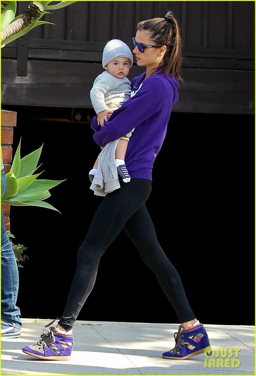 alessandra ambrosio park day with the family 21