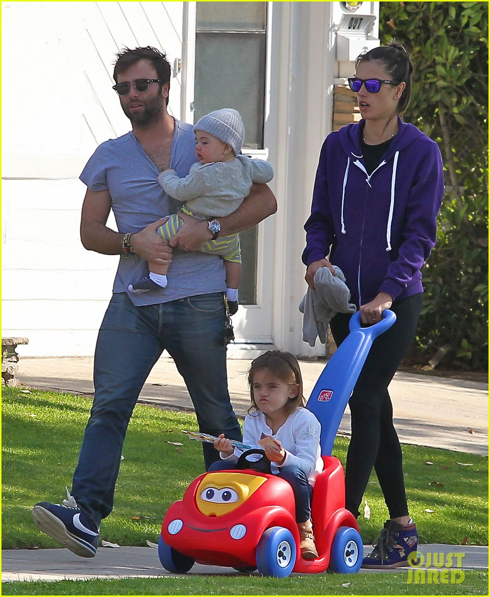 alessandra ambrosio park day with the family 23
