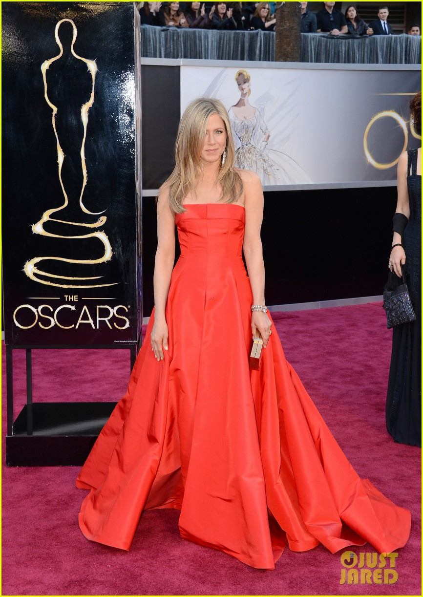jennifer aniston oscars 2013 with justin theroux 012819104