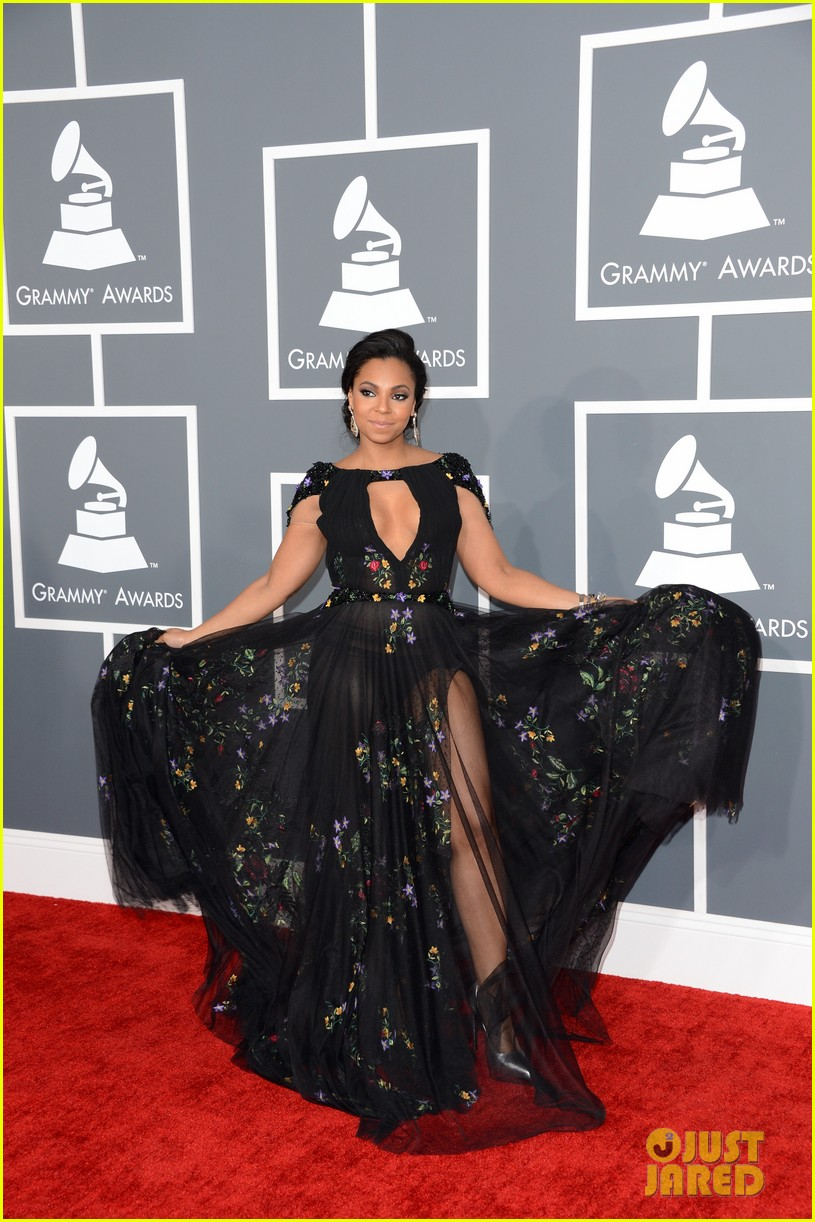 ashanti grammys 2013 red carpet 01