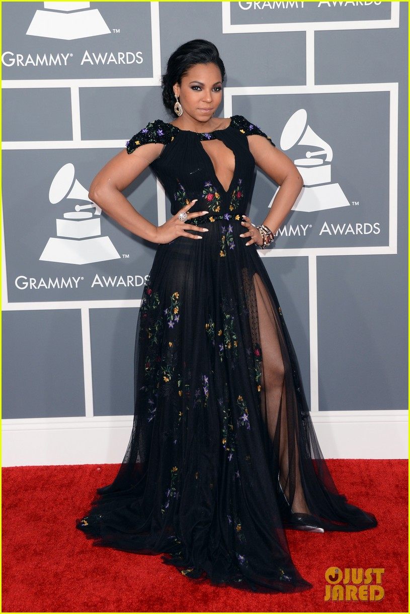 ashanti grammys 2013 red carpet 03