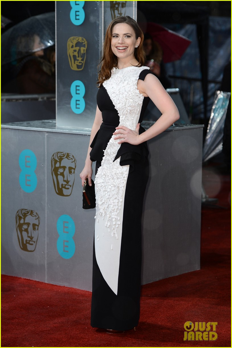 hayley atwell alice eve baftas 2013 red carpet 03