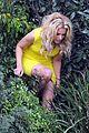 elizabeth banks super fun times on walk of shame set 11