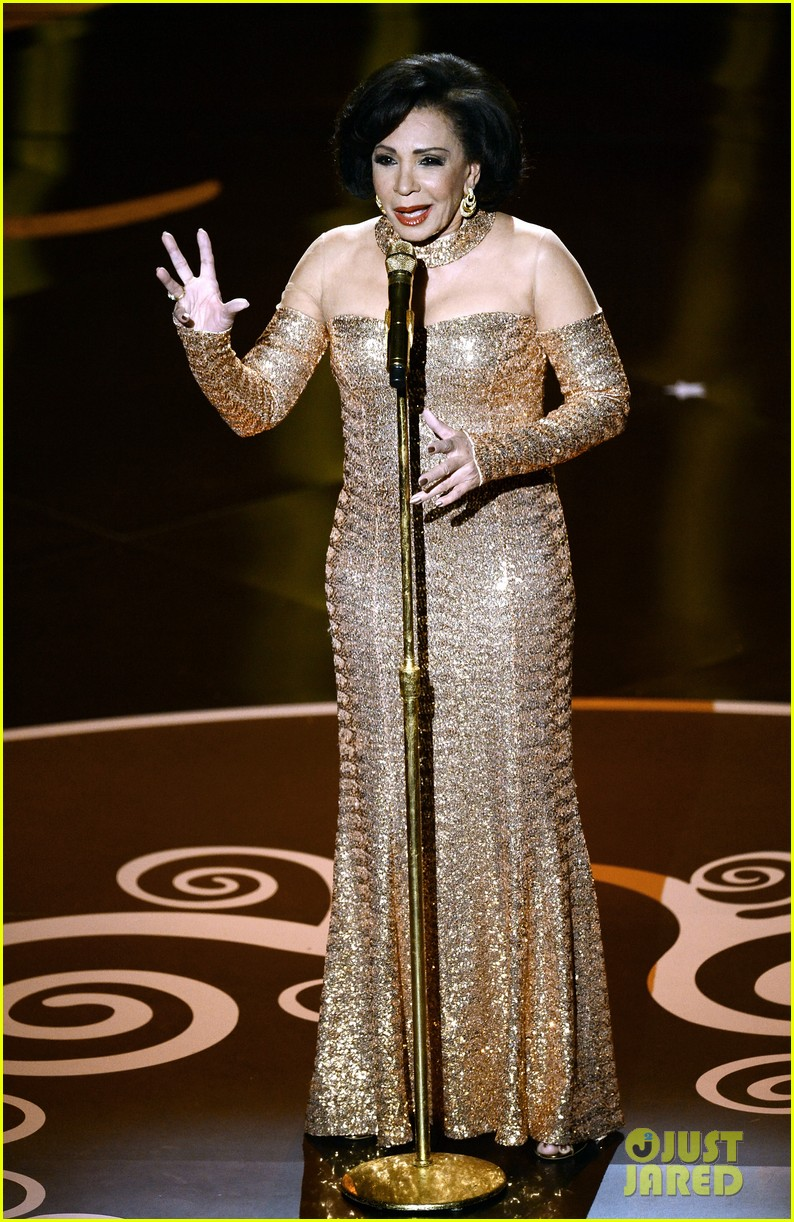 dame shirley bassey james bond musical tribute at oscars 2013 video 05