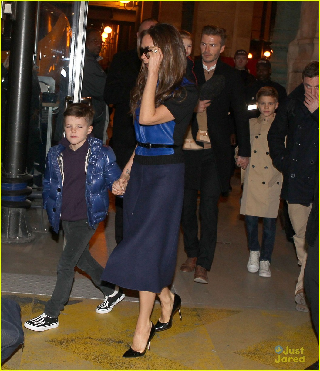 victoria david beckham eurostar trip to paris with the kids 012814689
