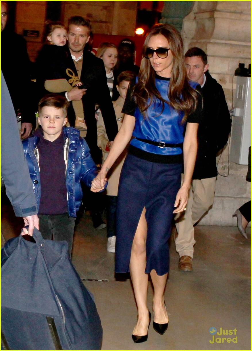 victoria david beckham eurostar trip to paris with the kids 05