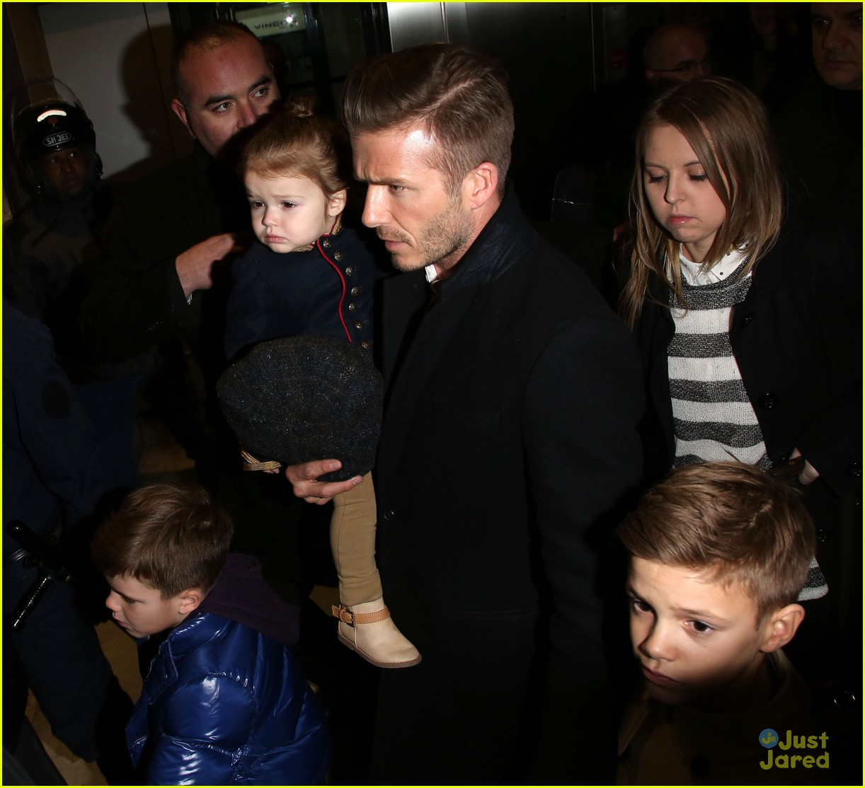 victoria david beckham eurostar trip to paris with the kids 17