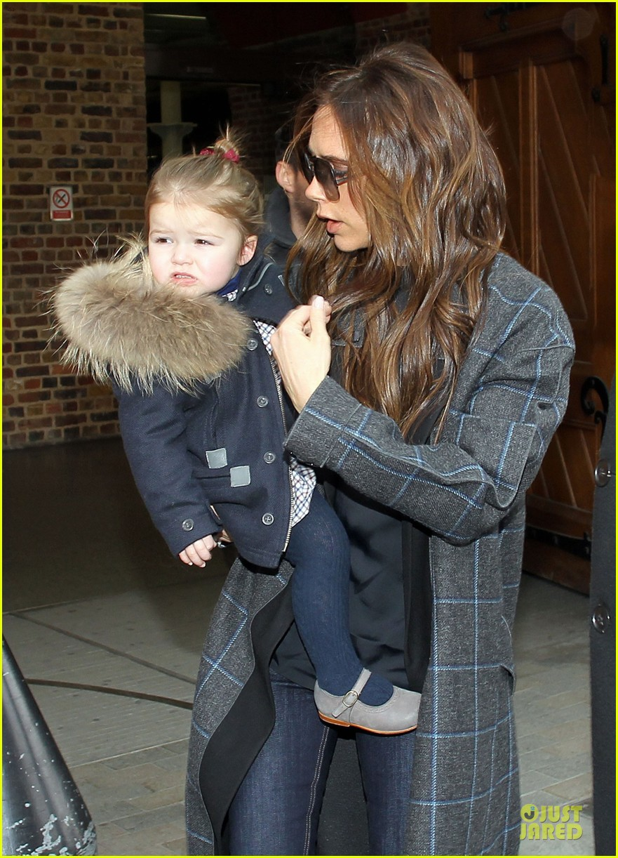 victoria beckham harper london eurostar arrival with brooklyn 02