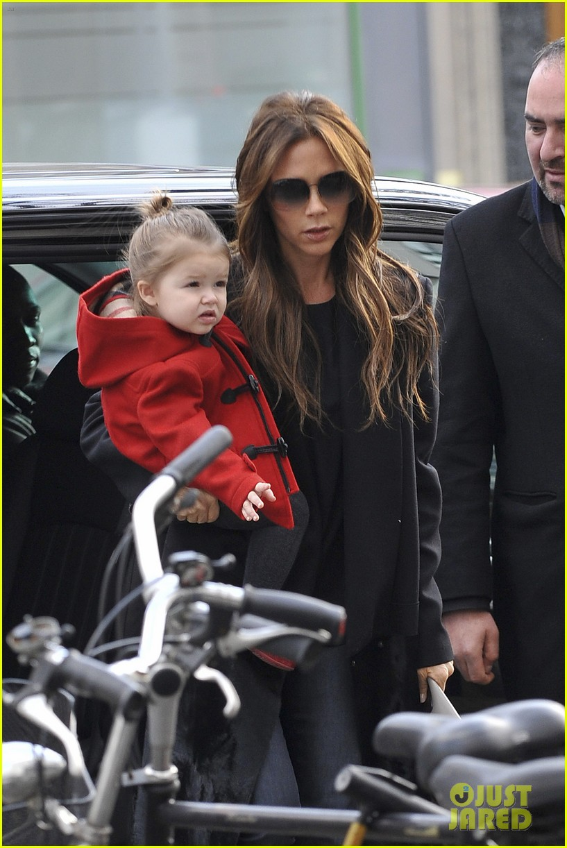 victoria beckham harper parisian shoppers 04