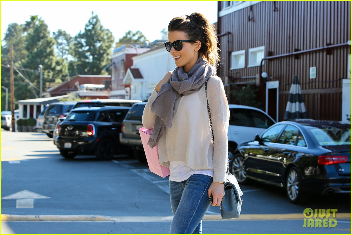 kate beckinsale calypso shopping stop 04