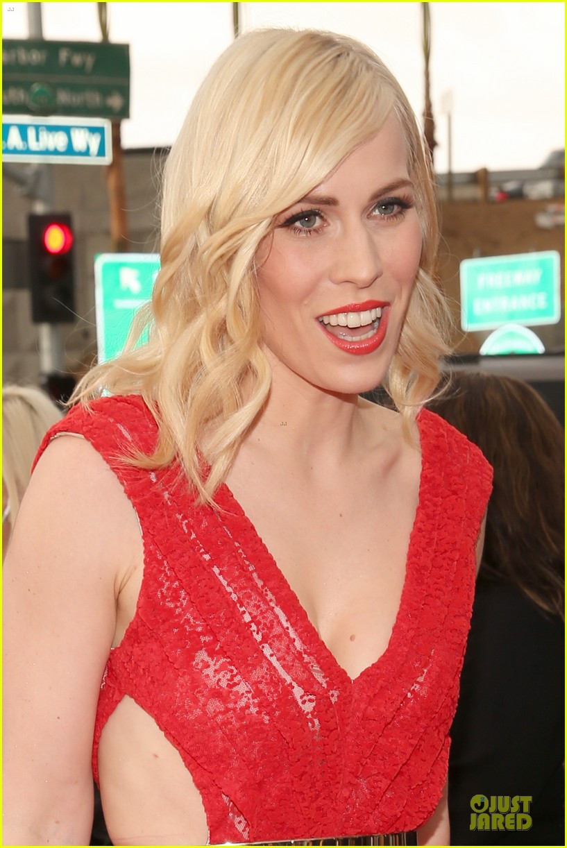 natasha bedingfield skylar grey 2013 grammys red carpet 02
