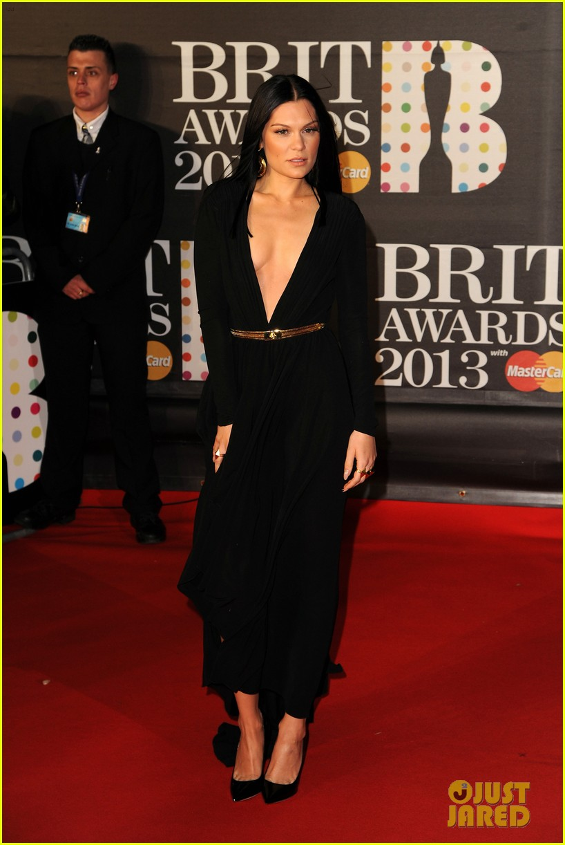 berenice marlohe jessie j brit awards 2013 red carpet 08