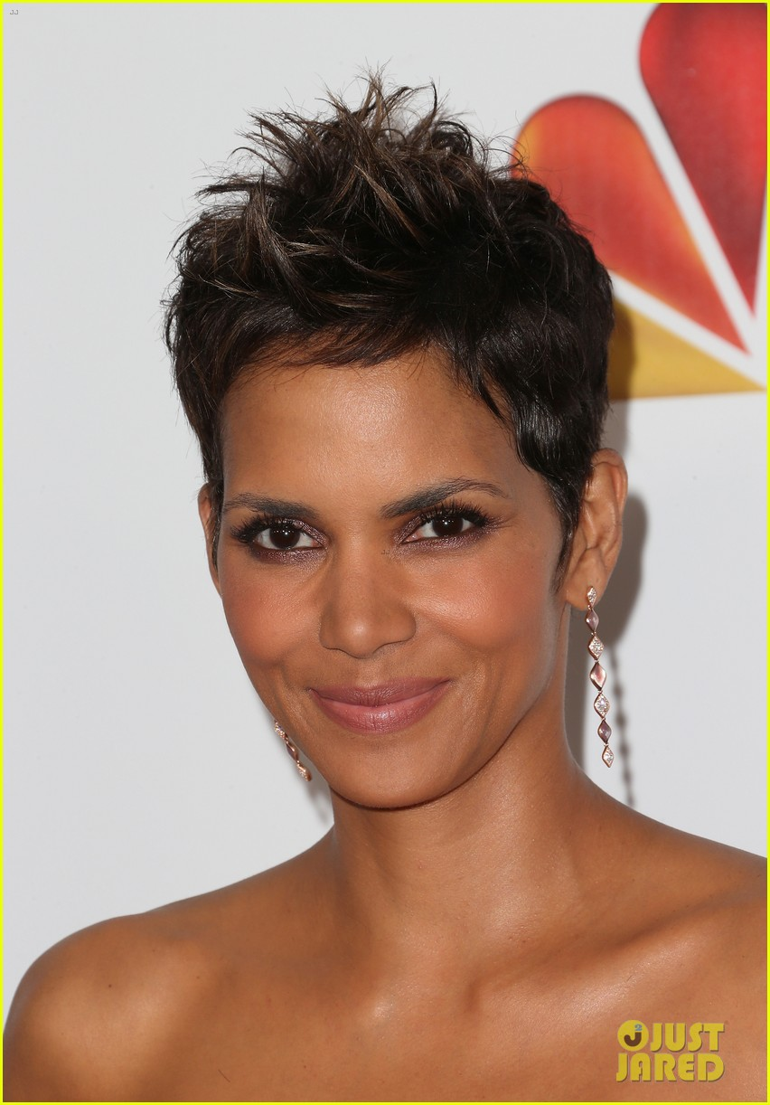halle berry naacp image awards 2013 red carpet 08