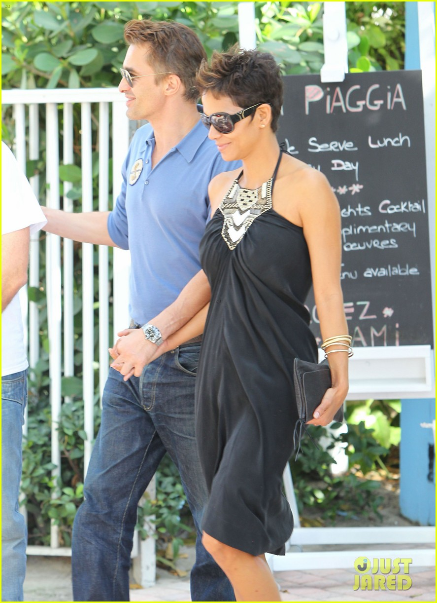halle berry olivier martinez miami mates dinner date 04