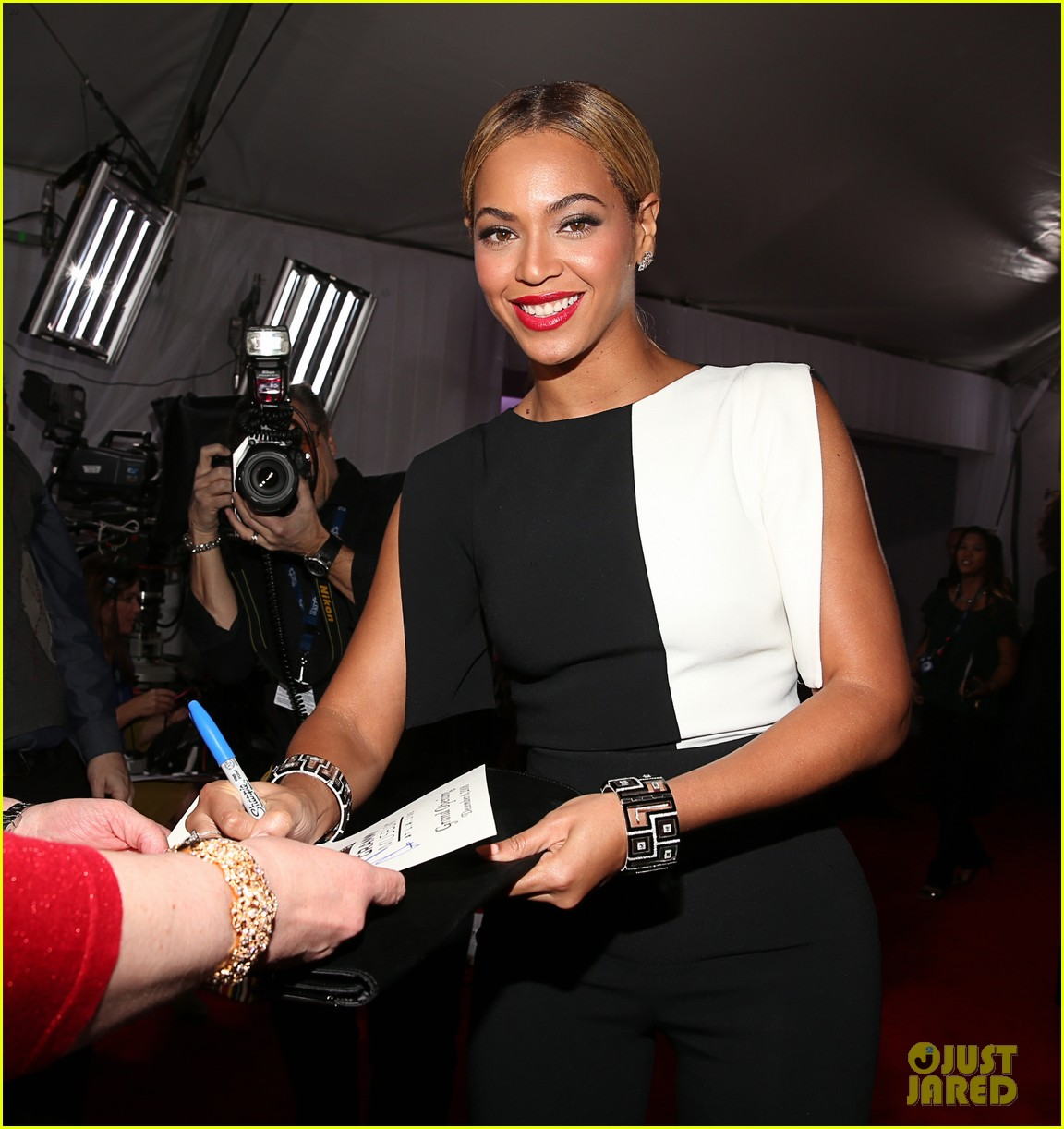 beyonce grammys 2013 red carpet 04