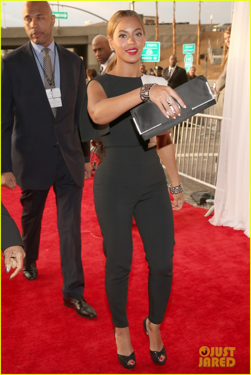 beyonce grammys 2013 red carpet 102809301