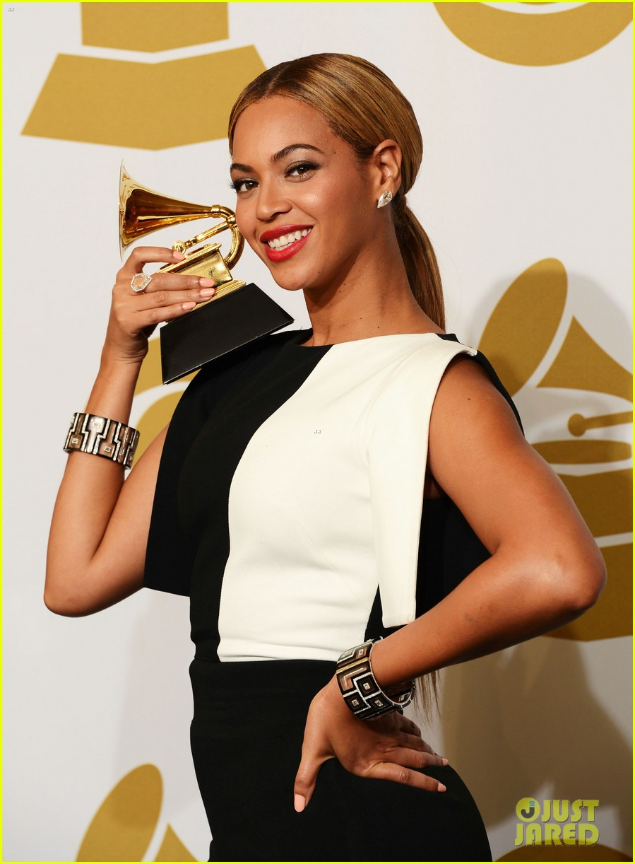 beyonce jay z grammys 2013 winners room photos 03