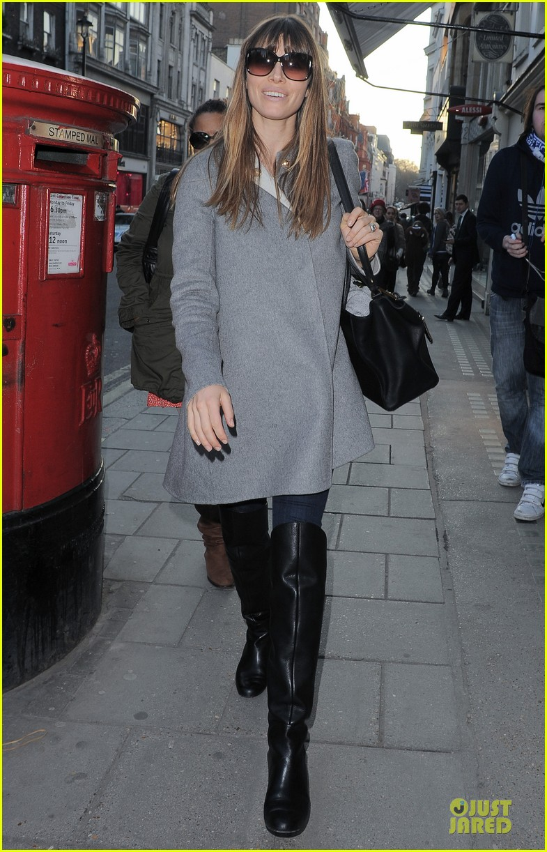 jessica biel misses pet pooch during london fashion week 05