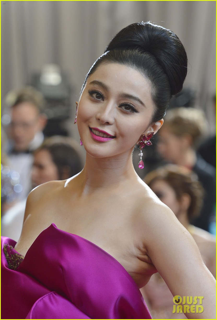 fan bingbing alicia vikander oscars 2013 red carpet 05