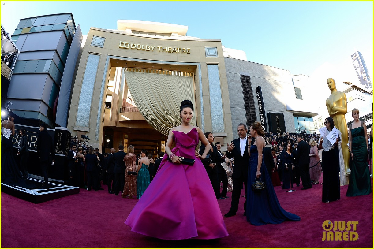fan bingbing alicia vikander oscars 2013 red carpet 09