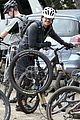 orlando bloom safety helmet on atladena bike ride 08