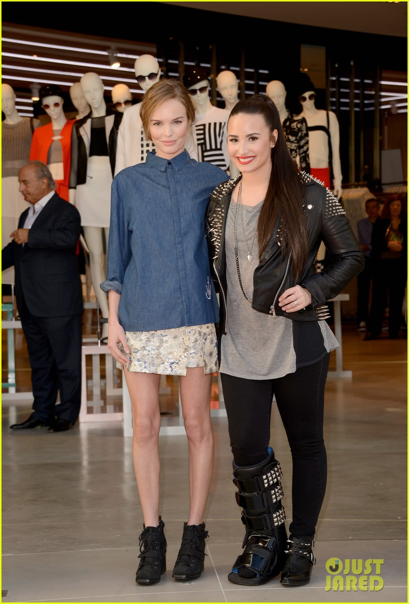 kate bosworth demi lovato topshop grand opening 11