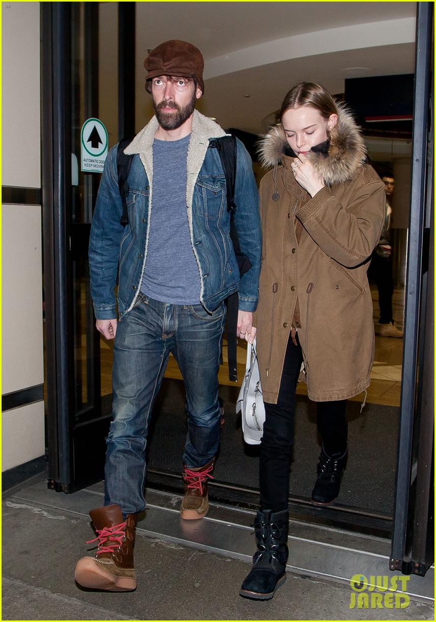 kate bosworth lax arrivial with michael polish 05