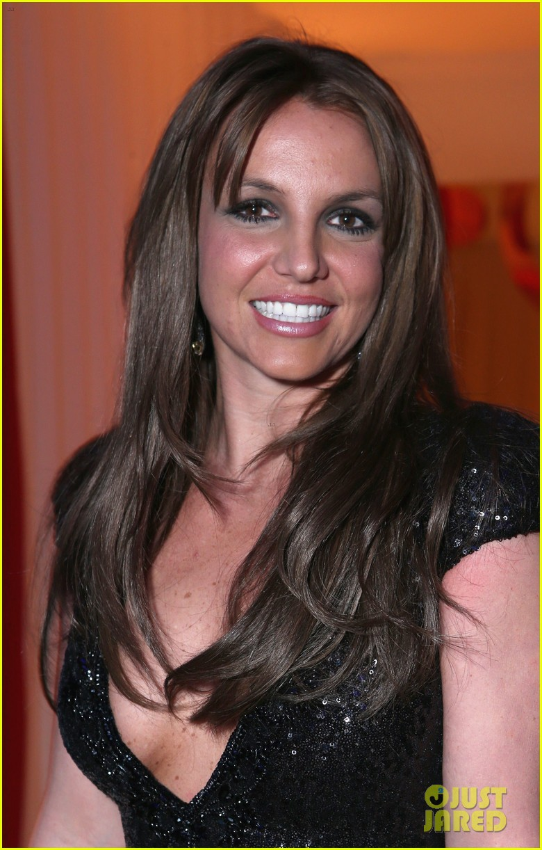 britney spears brown hair at elton john oscars party 2013 07