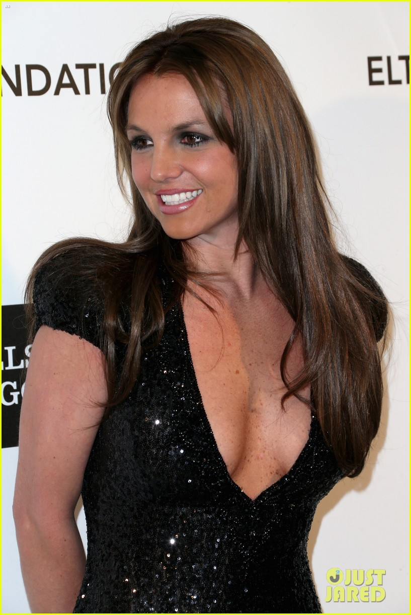 britney spears brown hair at elton john oscars party 2013 25