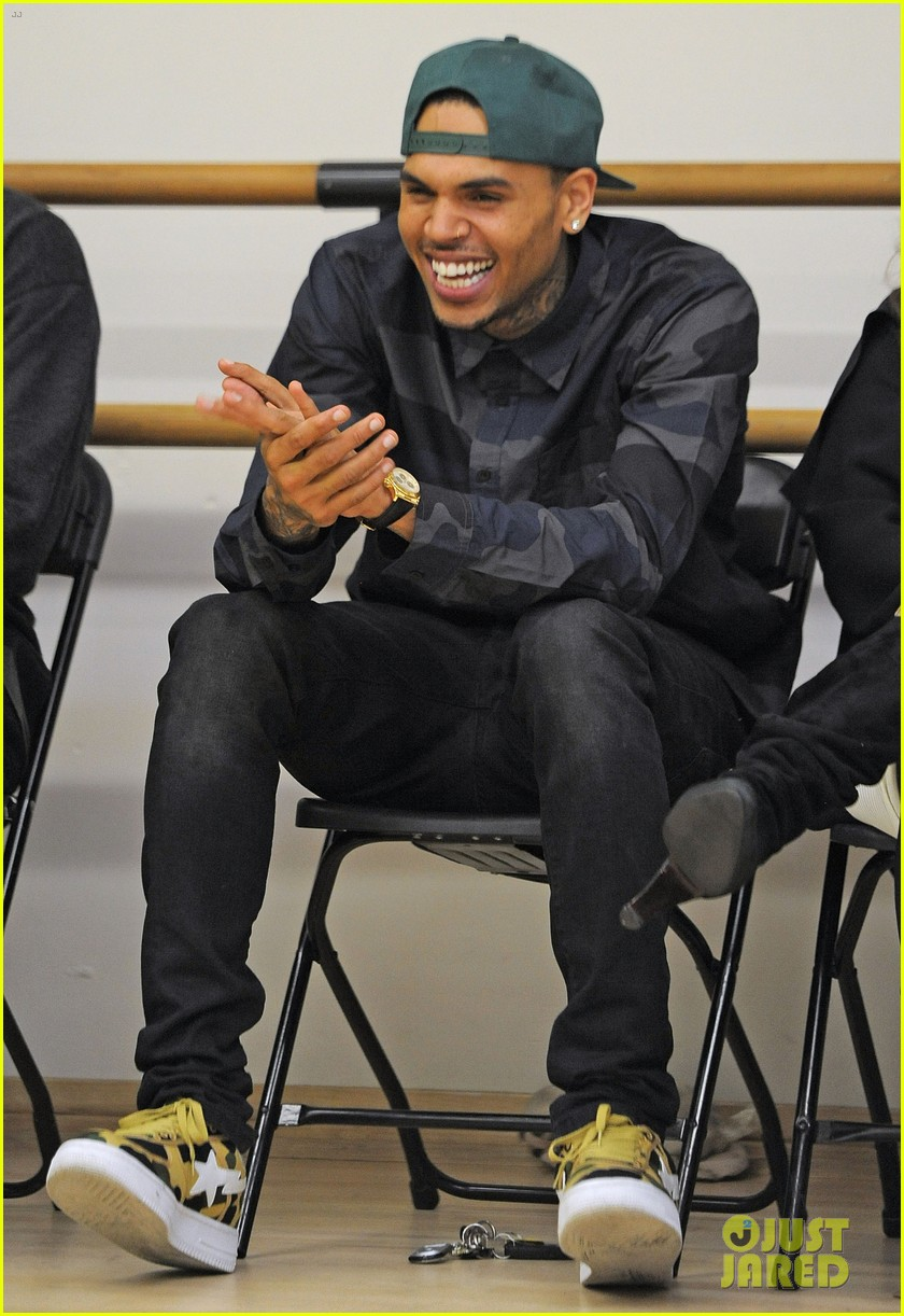 chris brown pre grammys dance academy visit 04