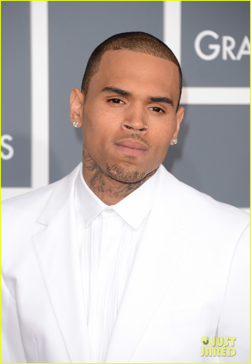 chris brown grammys 2013 red carpet 08